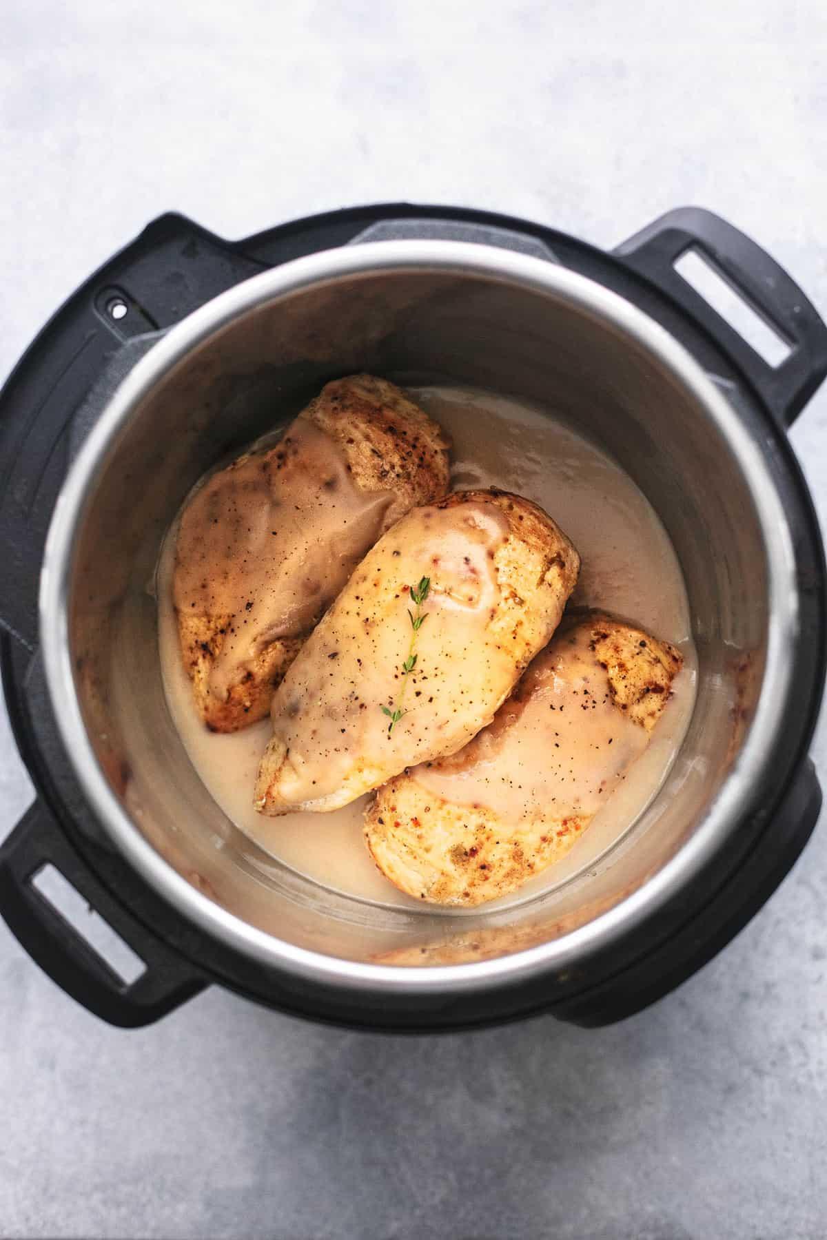 Instant Pot Hähnchenbrust und Soße einfach Schnellkochtopf Abendessen Rezept | lecremedelacrumb.com