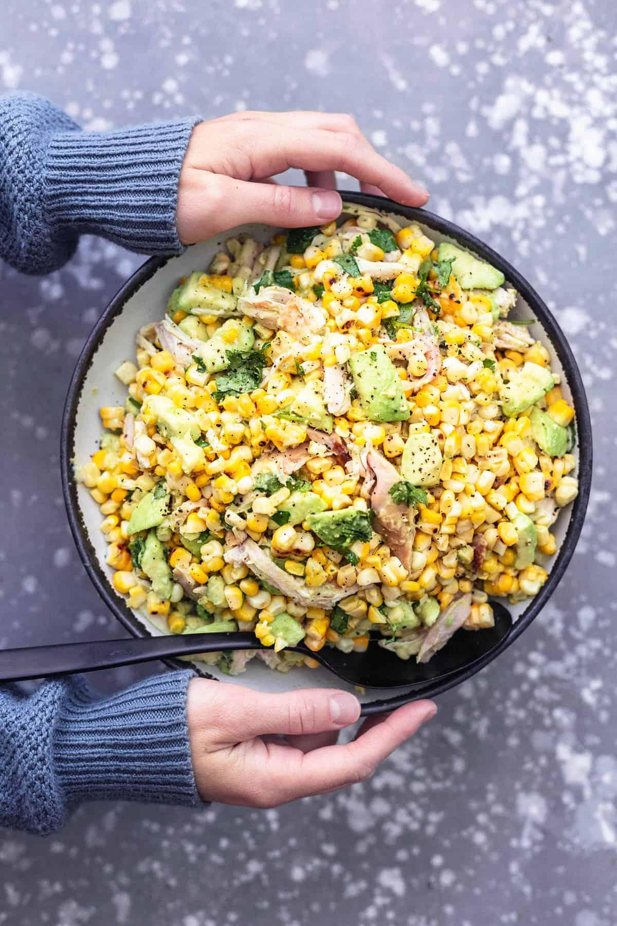 HÜHNCHEN AVOCADO MAISALAT einfaches gesundes Rezept | lecremedelacrumb.com