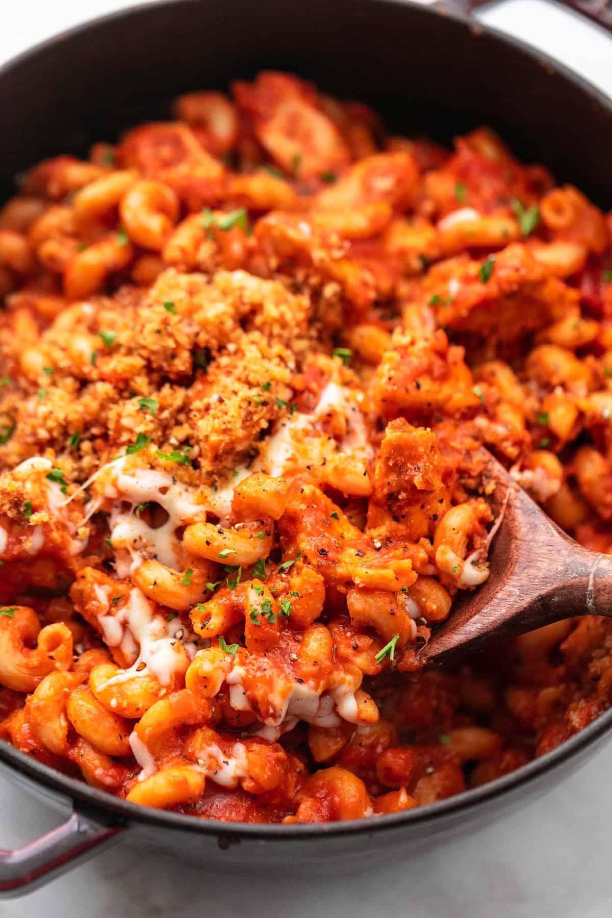 Eintopf Hühnchen Parmesan Pasta einfachste 30 Minuten Eintopf Pasta Rezept! | lecremedelacrumb.com