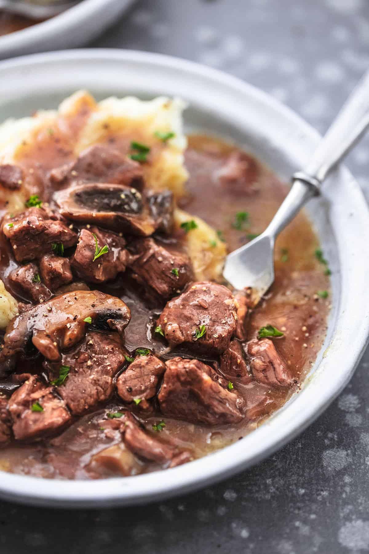 Einfache Instant Pot Beef Tipps Rezept | lecremedelacrumb.com