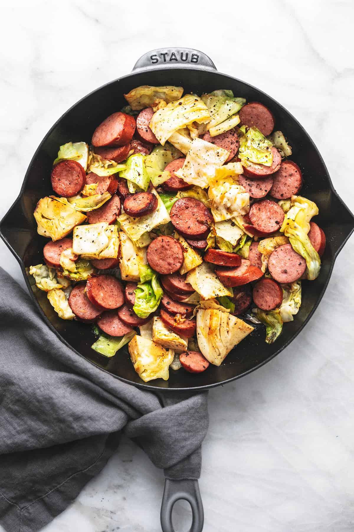 Einfache 30-minütige Wurst und Kohl Pfanne gesundes Abendessen Rezept | lecremedelacrumb.com