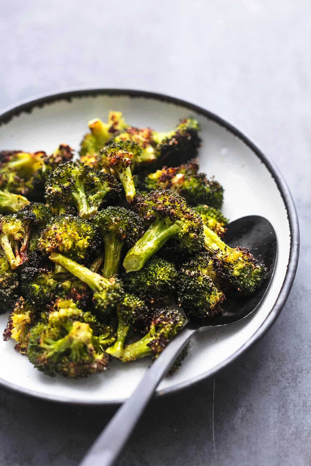 Easy tasty and healthy ROASTED BROCCOLI side dish recipe | lecremedelacrumb.com